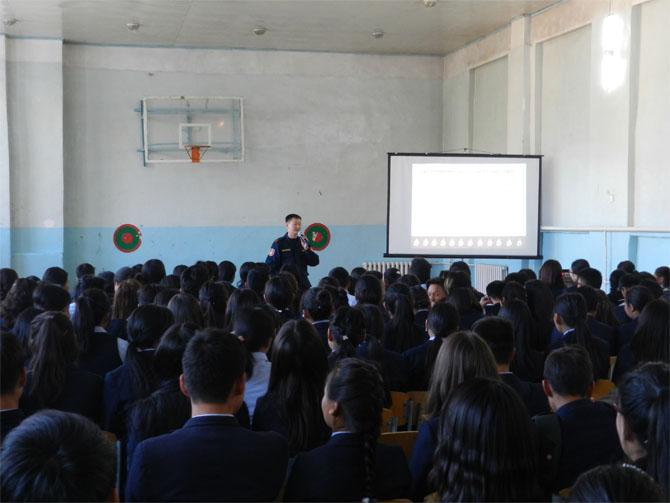 """Сургуулийн гамшгийн эрсдэлийг бууруулах даван туулах чадавхийг бэхжүүлэх төсөл""""-ийн хүрээнд Дэлгэр мөрөн цогцолбор сургууль дээр сургалт, дадлага явууллаа"""